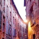 <b>Balade nocturne improvisée, dans les vieilles ruelles roses #bynight #Toulouse #jetaime #dolcevita #...</b>