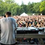 <b>Allongé dans l&#039;herbe du jardin Compans, profitez de la musique choisie par @lessiestes :  http:...</b>