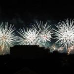 <b>Vue de ma fenêtre... feu d&#039;artifice du 14 juillet à @Toulouse sur la Garonne @VisitezToulousepi...</b>