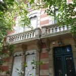 <b>(Re)Lire Envie de découvrir une facette de Toulouse méconnue ? Les jolies maisons du Busca vous atte...</b>
