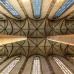 <b>Levez les yeux au ciel dans le magnifique couvent des jacobins à #Toulouse ! Ça vaut le coup d&#039;...</b>