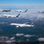 <b>Airbus et Boeing cumulent les commandes au salon de Farnborough</b>