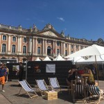 <b>Village de la Science place du Capitole #Toulouse #visiteztoulouse #ScienceintheCitypic.twitter.com/...</b>