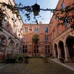 <b>Il y a près d'une centaine d'hôtels particuliers à #Toulouse, privés ou visibles. Savez-vous pourquo...</b>