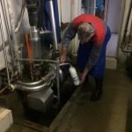 <b>Droit à produire. Un agriculteur offre du lait sur son exploitation à Breteuil pour sensibiliser le ...</b>