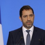 <b>Fourgon de police attaqué à Lyon : Christophe Castaner dénonce une violence insupportable</b>