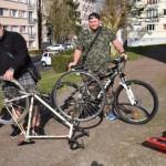 <b>A L&#039;Aigle, Vincent et Kévin vous apprennent à réparer votre vélo</b>