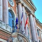 <b>En ce jour d&#039;obsèques nationales, #Toulouse rend hommage à la mémoire de #SimoneVeil sur la faç...</b>