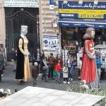 <b>Les géants du Festival Occitania passent à côté du Donjon de l&#039;office de tourisme de #Toulouse ...</b>