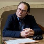 <b>En Aparté avec… François Angelier : « Je suis comme un vigile qui observe les départs de feu »</b>