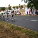 <b>La 16e étape du Tour de France neutralisée après des jets de gaz lacrymogène</b>