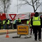 <b>Gilets jaunes : deux blessés dans la Manche selon la préfecture</b>