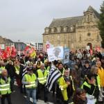 <b>Près de 400 personnes manifestent à Guingamp : tous ensemble, pour l'urgence sociale</b>