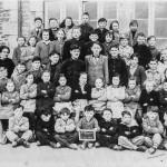 <b>Les reconnaissez-vous ? Ils étaient à l&#039;école de Saint-Houarneau, à Bourbriac, en 1954</b>
