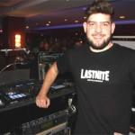 <b>Clément se forme à l'animation sur les platines du Lounge Café au casino de Bagnoles-de-l'...</b>