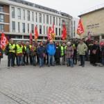<b>Grève générale: la CGT se mobilise devant la mairie de Mantes-la-Jolie</b>