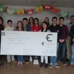 <b>Douze lycéens de Friville-Escarbotin font un don à une association pour faire rêver les enfants</b>
