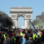 <b>Gilets jaunes : mobilisation en légère hausse pour l'acte 15</b>