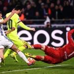 <b>Ligue des champions : Lyon tient tête à l'ogre Barcelone et préserve ses chances de qualificati...</b>