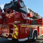 <b>La grande échelle des sapeurs-pompiers de Flers déployée pour un incendie à Condé-sur-Noireau</b>
