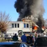 <b>Près de Metz, une entreprise stockant du papier toilettes prend feu : de la fumée visible à des kilo...</b>