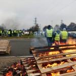 <b>Blocages des Gilets jaunes à Rouen : trois interpellations, un policier blessé</b>