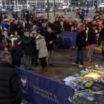 <b>VIDEO. Les supporters de Caen et Nantes rendent hommage à Emiliano Sala devant le stade d'Ornan...</b>