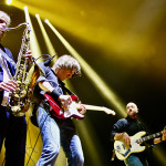 <b>The Dire Straits Experience</b>