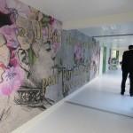 <b>Madame, la graffeuse réputée, signe une œuvre à l&#039;hôpital de Fougères</b>