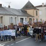<b>La Roche-sur-Yon: 1200 jeunes marchent pour la planète</b>
