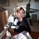 <b>L&#039;artiste graveuse de timbres Elsa Catelin expose à Beuzeville</b>