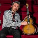 <b>Le chanteur Nicolas Moro sur scène, à Mortagne-au-Perche</b>