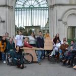 <b>Des personnes en situation de handicap ont fabriqué des fauteuils tout-terrain à l'abbaye de la...</b>