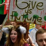 <b>Climat : la jeunesse du monde entier dans la rue pour sauver la planète</b>
