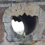 <b>L&#039;IMAGE. Un mannequin vêtu d&#039;un gilet jaune posé dans le dégueuloir du Pont-Neuf à Toulous...</b>