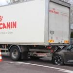 <b>Une voiture percute un poids lourd à Argentan</b>