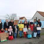 <b>Près de Poix-de-Picardie. Les parents d'élèves et les élus manifestent contre la fermeture de c...</b>