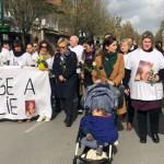<b>Muriel Robin et une centaine de personnes marchent en souvenir de Julie Douib, tuée par son ex-compa...</b>