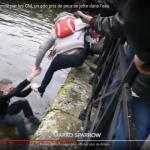 <b>VIDEO. A Quimper, un Gilet jaune se jette à l'eau, secouru par un gendarme à son tour secouru p...</b>