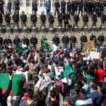 <b>L'Algérie attend la réponse du camp présidentiel aux manifestations massives</b>
