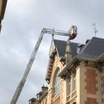 <b>Des tôles menacent de tomber du toit d'un collège en centre-ville de Caen</b>