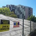 """<b>Toulouse. La démolition de """"l'immeuble de la honte"""" a débuté au Mirail</b>"""