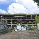 """<b>Toulouse. Visible depuis le périphérique, cet immeuble pillé est devenu un véritable """"squelette...</b>"""