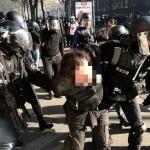 <b>Gilets jaunes à Toulouse. Un homme au visage masqué gaze un policier, avant de se rebeller</b>