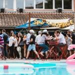 <b>Brunch, pool party, jeux de sable... Un nouveau lieu pour se relaxer autour d'une piscine cet é...</b>