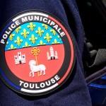 <b>Toulouse. Revolver, machette et lacrymo étaient planqués sous une dalle, en pleine rue</b>