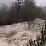 """<b>En images. Gonflées par les pluies, les rivières des Pyrénées deviennent des torrents """"en furie...</b>"""