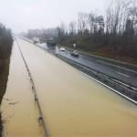 <b>L'autoroute A64 coupée entre Tarbes et Toulouse à cause d'une impressionnante inondation</b>