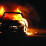 <b>Incendie dans un garage près de Toulouse : 13 véhicules détruits par les flammes</b>