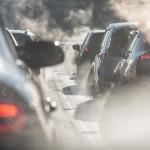 <b>Il faut désormais s'enregistrer pour entrer dans Barcelone, qui bannit les véhicules polluants</b>